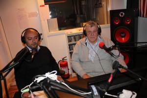 Programledarna Victor Diaz De Filippi och Jan Jönsson.